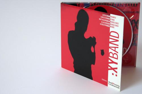 Lorenz Raab XY:BAND | Digipack (vorne, stehend, leicht geöffnet)