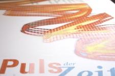 Am Puls der Zeit   Image Broschüre   Titel Typografie (Detail 7: UV-Lack)