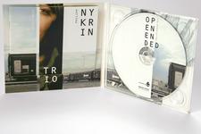 Philipp Nykrin Trio: Open-ended | Digipack (geöffnet, stehend)