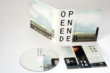 Digipack (geöffnet, stehend, Rückseite), Booklet (Titel) und Label